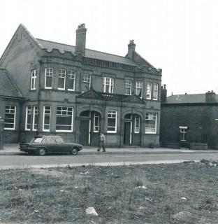 http://www.swintonlionstales.co.uk/uploads/gallery/Swinton_Hall_Road_Swimming_Baths_1980_new.jpg